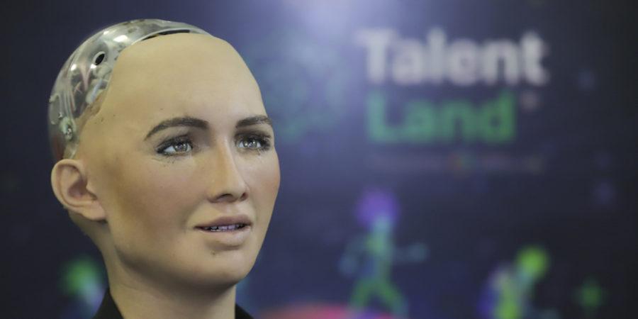 """Robot Sophia asegura que el espíritu humano es """"increíble"""" y nada lo puede matar"""