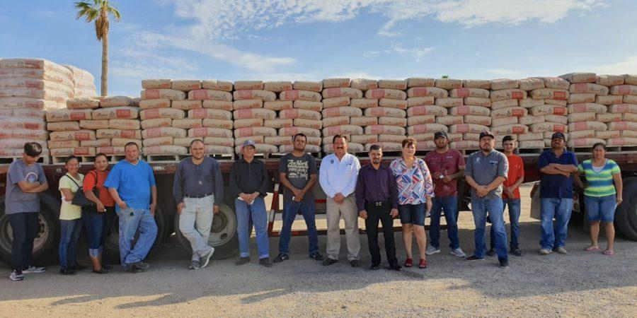 Apoya Mariana Trinitaria con material para construcción a gente necesitada