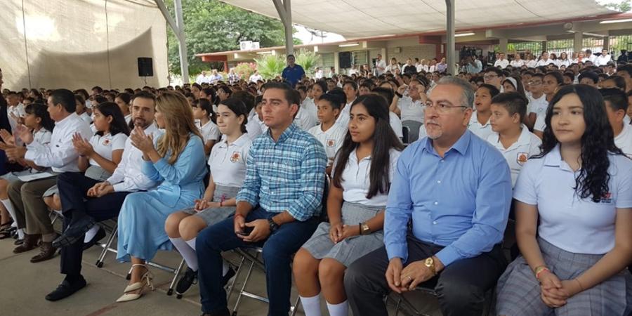 """Participa Montes Piña en premiación de concurso """"Tú y yo somos el cambio"""""""