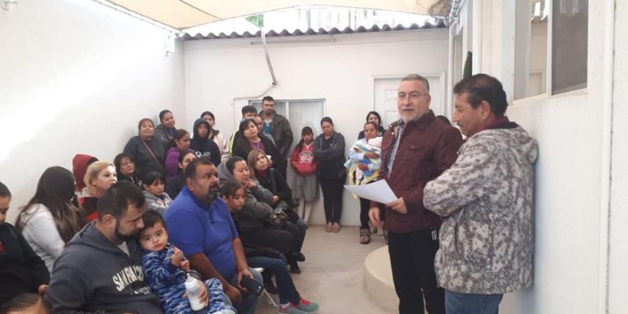Gestiona Montes Piña becas para estudiantes de primaria y secundaria de SLRC