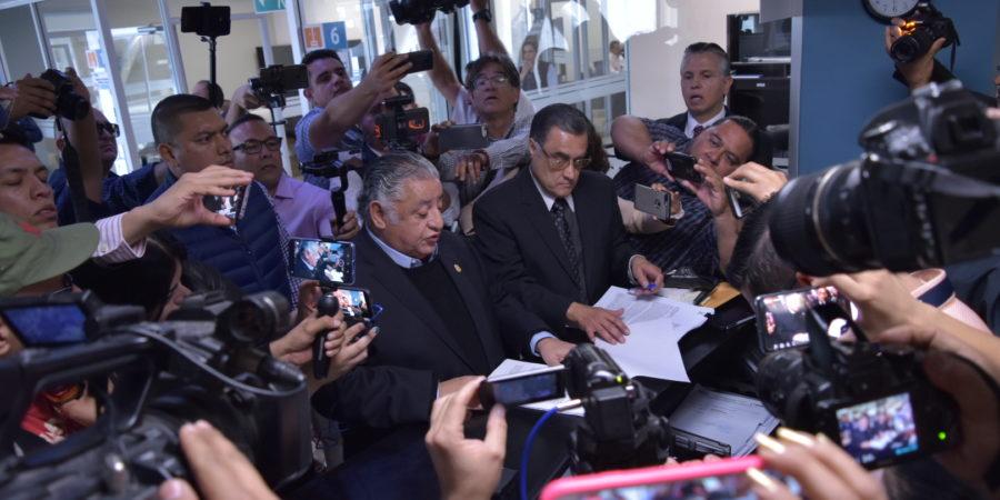 """Ex funcionarios de gobierno acusados por desviar mil 200 mdp a empresas """"fantasma"""""""